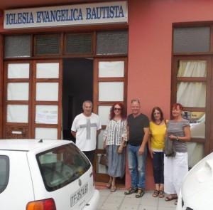Pedro Ángel, el pastor de la comunidad de la Iglesia Evangélica Bautista de La Palma en Los Llanos con La junta directiva de SOS La Palma - excepto Annette Ibarra