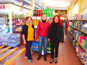 Rafaela del Supermercado Gama, Angeles Rosa, asistente social y Christina - SOS La Palma