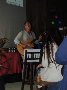 Götz Widmann canta en Camping La Laguna